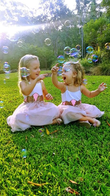 LD kiddies popping bubbles.jpg